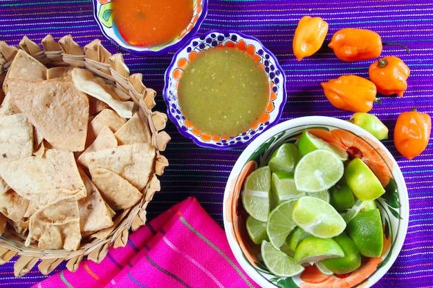 Mexikanisches essen variiert chili saucen nachos zitrone