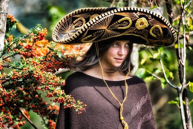 Mexikanisches mädchen mit sombrero