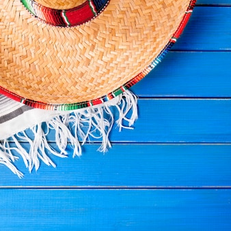 Mexiko cinco de mayo hintergrund mit traditionellem hut, quadratisches format