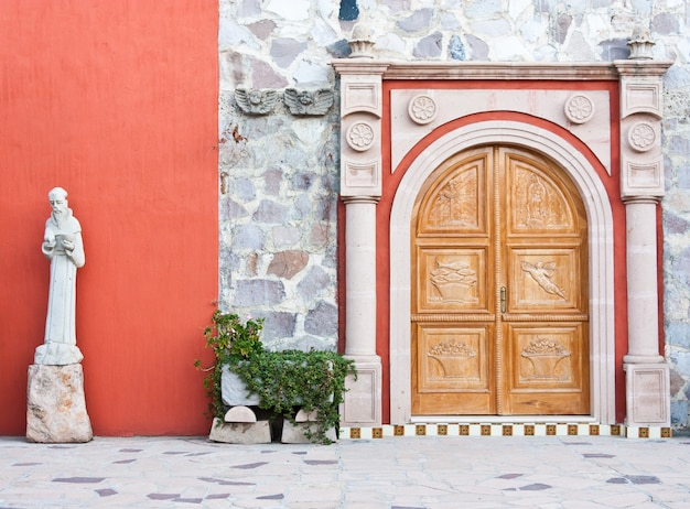 Mexiko, kircheneingang in einem alten azienda