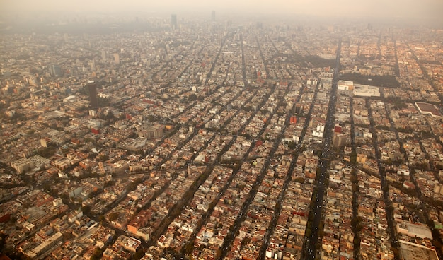 Mexiko-stadtstadtvogelperspektive vom flugzeug