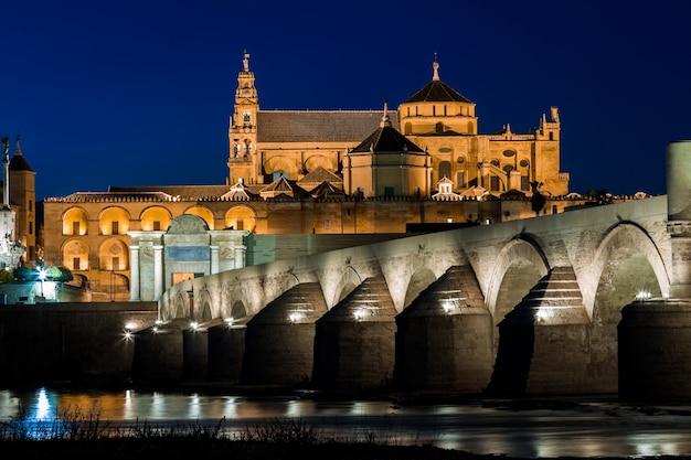 Mezquita und römische brücke