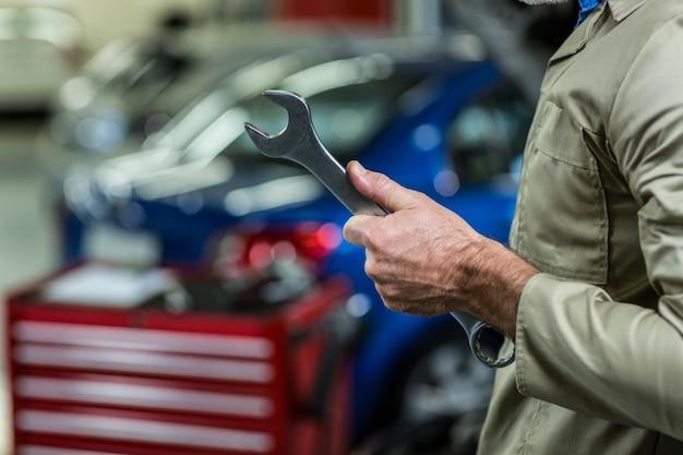 Mid-abschnitt von mechanischen halteschraubenschlüssel-tool