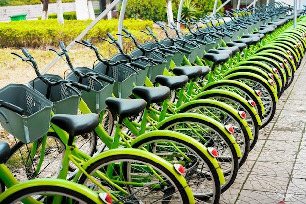 Miete von blauen fahrrädern in new york.