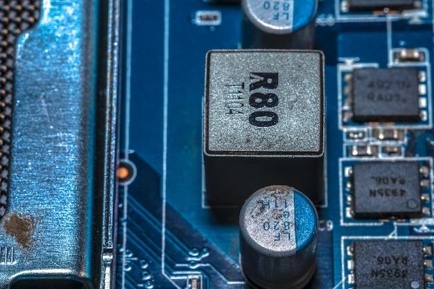 Mikrochips auf dem motherboard