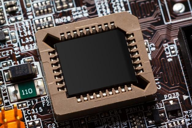 Mikrochips auf einer leiterplatte