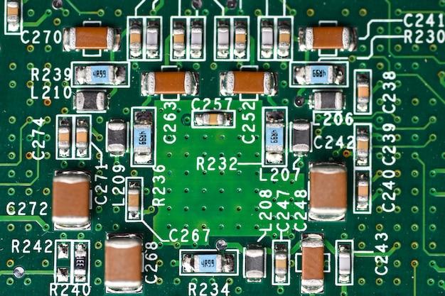 Mikrochips, funkelemente, prozessor auf der platine, motherboard