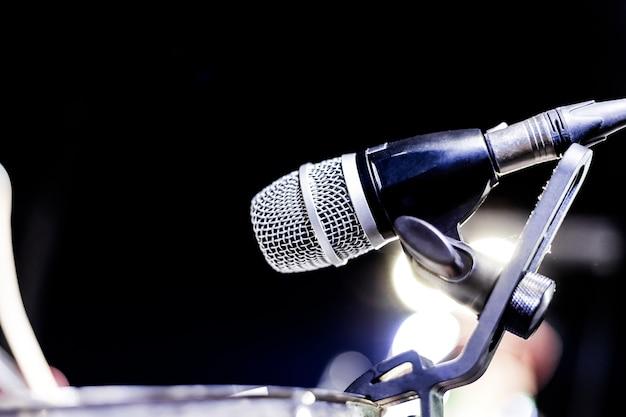 Mikrofon auf der bühne hintergrund