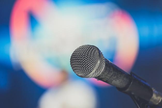 Mikrofon auf der bühne