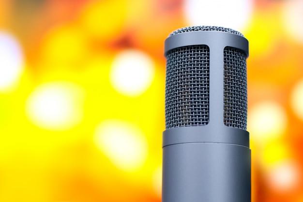 Mikrofon für die sprachaufnahme im studio.