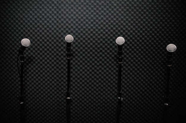 Mikrofon im musikstudio für musiker üben oder notieren die musik