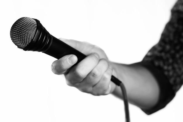 Mikrofon isolierte mannhand