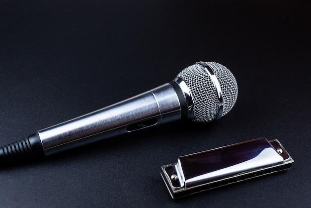 Mikrofon und mundharmonika