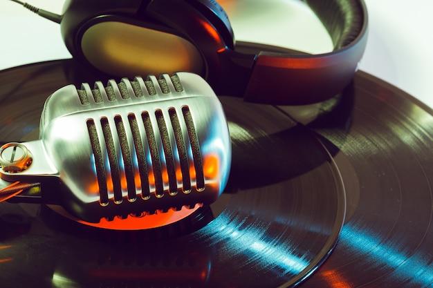 Mikrofon und segment der schallplatte