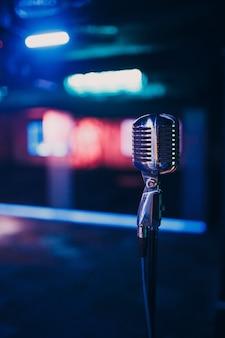 Mikrofon vintage auf der bühne