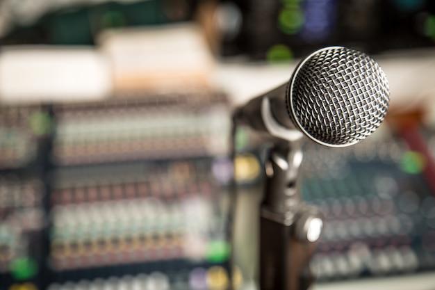 Mikrofon vor einem soundboard