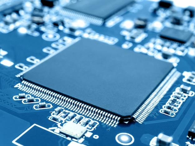 Mikroprozessor auf elektronischer leiterplatte