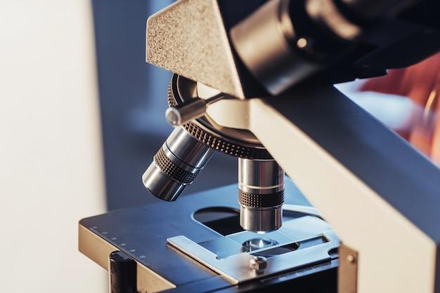 Mikroskopnahaufnahme geschossen im labor.