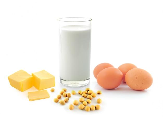 Milch mit sojabohnen butter und ei auf weiß kleben