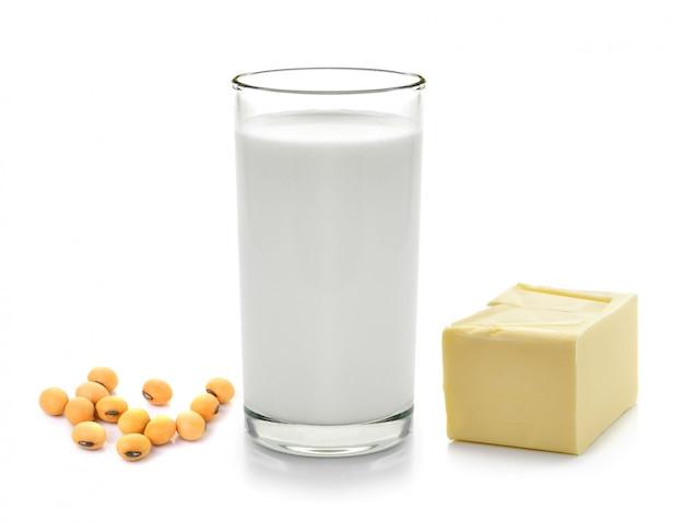 Milch mit sojabohnenstange butter auf weiß isoliert