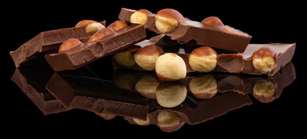 Milch oder dunkle schokolade mit nüssen