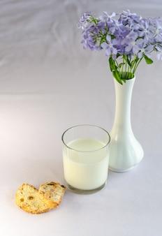 Milch und biscotti