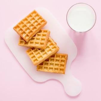 Milch und waffeln