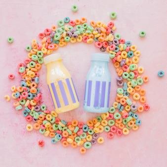Milchflaschen im runden rahmen aus getreide