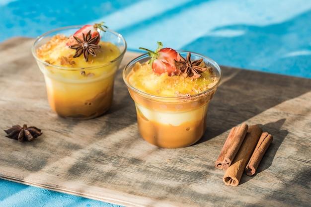Milchpudding. natillas, typisches weihnachtsdessert aus milch, eiern und zucker. spanien