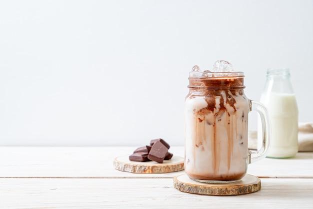 Milchshake mit gefrorener schokolade
