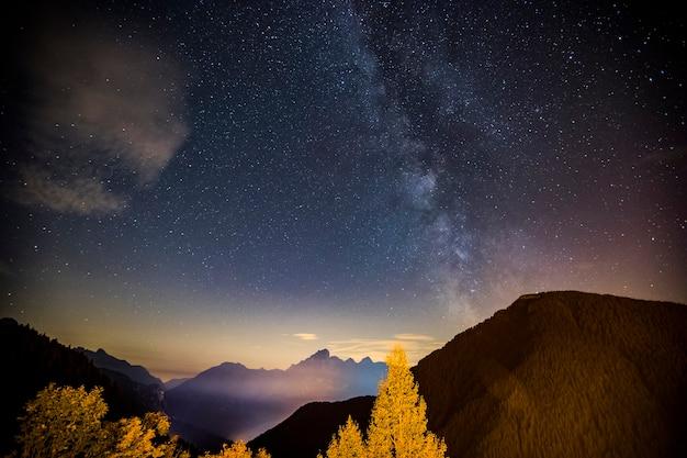 Milchstraße in dolomiten, alpen, italien. europa