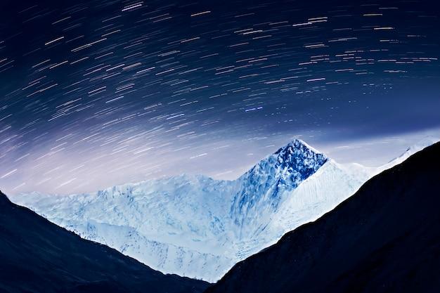 Milchstraße und berge