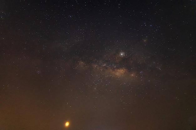 Milchstraßenhintergrundhimmel nachts