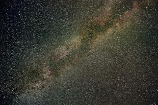 Milchstraßensterne in der sommernacht