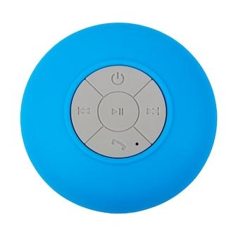 Mini blau wasserdichter drahtloser bluetooth-lautsprecher mit handy-bedienknöpfen auf weißem hintergrund