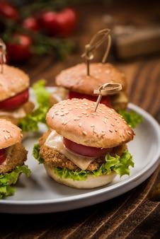 Mini chicken burger, pub bar essen