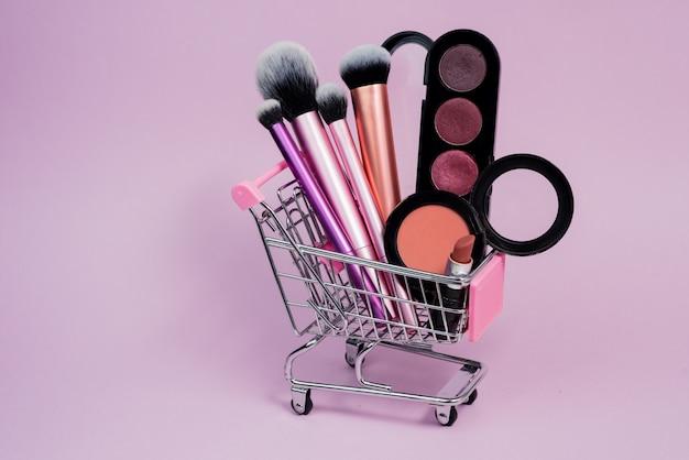Mini-einkaufswagen mit kosmetik