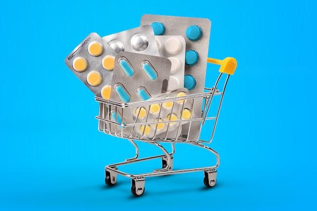 Mini-einkaufswagen mit pillen und tabletten