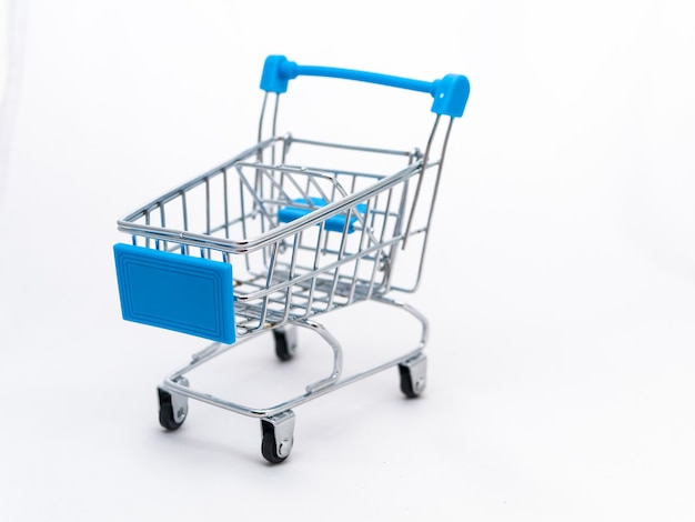 Mini leerer einkaufswagen isoliert