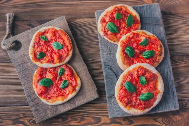 Mini margherita pizza mit rotkäse