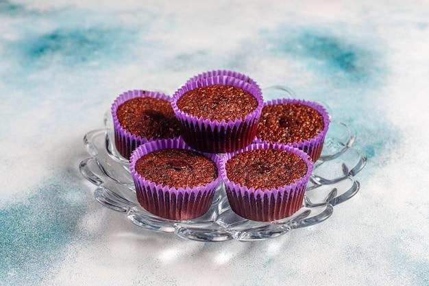 Mini-schokoladen-souffle-cupcakes