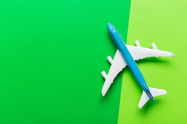 Miniatur flugzeug reisethema