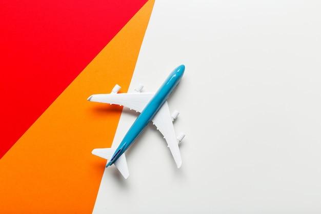 Miniaturflugzeug-reisethema