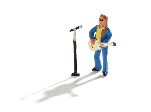 Miniaturgitarrist und sänger