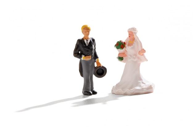 Miniaturhochzeit mit braut und bräutigam