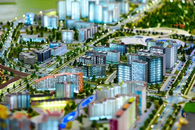 Miniaturmodell einer modernen grünen stadt