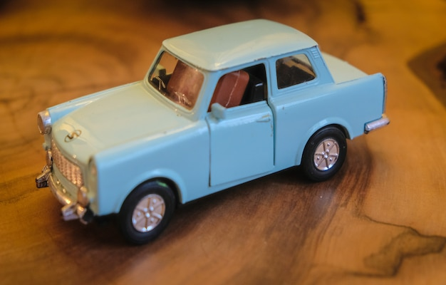 Miniaturmodell eines alten autos der 50er jahre