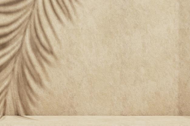 Minimale abstrakte betonstrukturwand für kosmetische produktpräsentation. premium-podium mit tropischem palmblattschatten auf beiger natursteinmauer. realistisches 3d-rendering