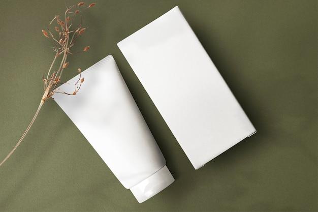 Minimale hautpflege-tube-modell png-schönheitsproduktverpackung