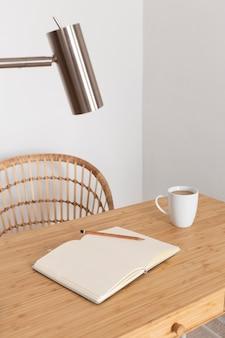 Minimales design für den schreibtisch zu hause